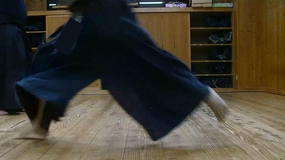 【踵の痛みが治るかも】剣道の「踏み込み」は「ミッドフット着地」なのか!?
